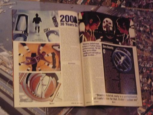 quelques livres sur 2001 odyssée de l'espace Ti28-p1230365-4974224