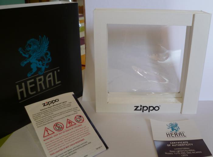 Les boites Zippo au fil du temps - Page 3 Zippo-2013-aout--...l-eno-3--5251eee