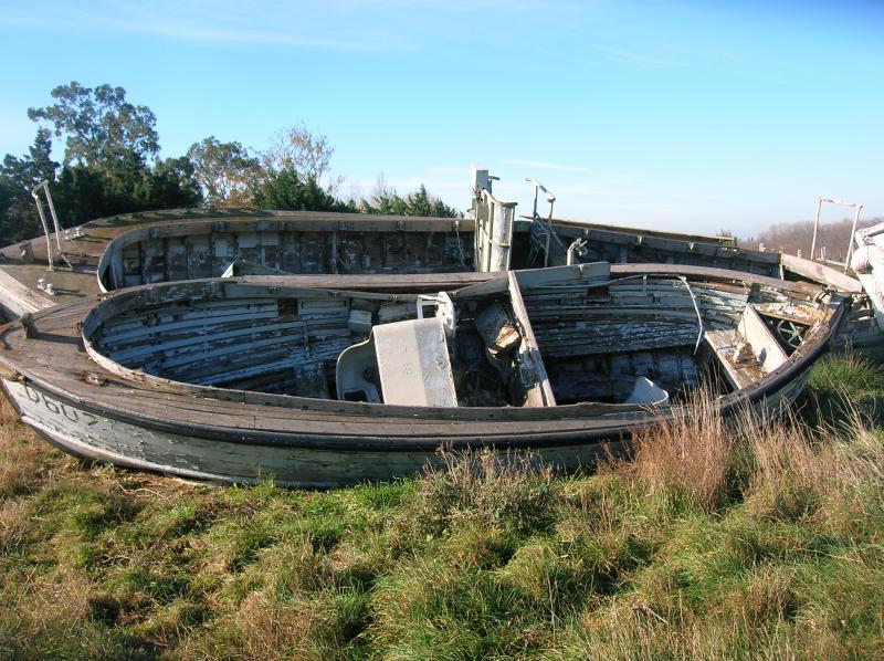 [Cimetières des bateaux] Cimetière d'embarcations à Arles Cimeti-re-bateaux-005-495f038