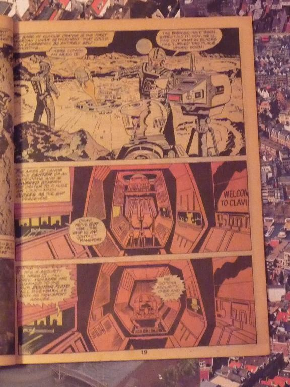 quelques livres sur 2001 odyssée de l'espace Ti56-p1230075-4974396