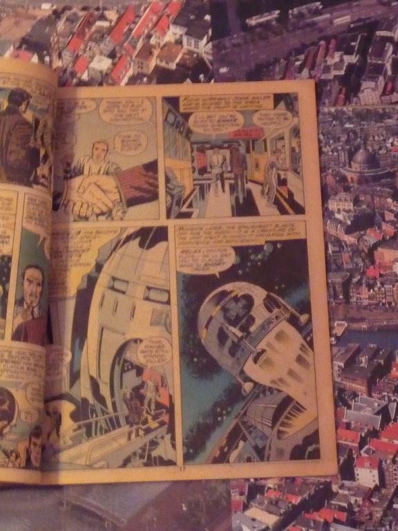 quelques livres sur 2001 odyssée de l'espace Ti54-p1230068-4974382