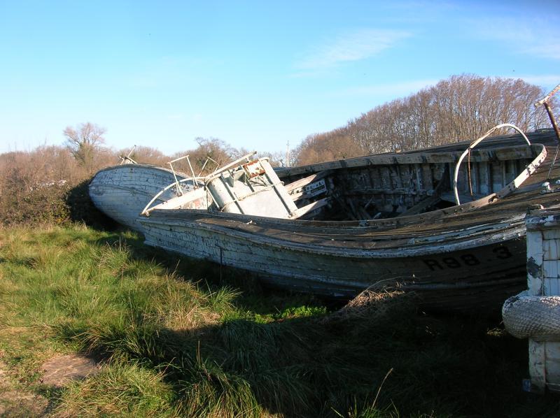 [Cimetières des bateaux] Cimetière d'embarcations à Arles Cimeti-re-bateaux-006-495f04e