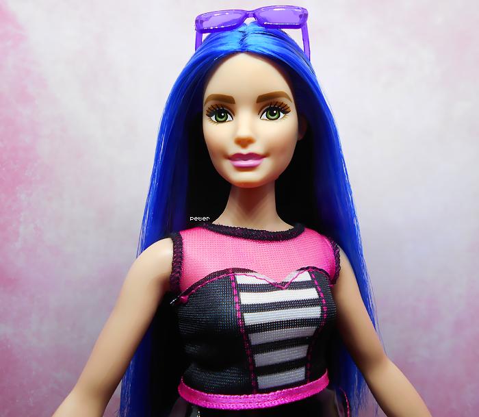 Mes Barbie - Page 9 Barbie-fashionistas-27-50a7f88