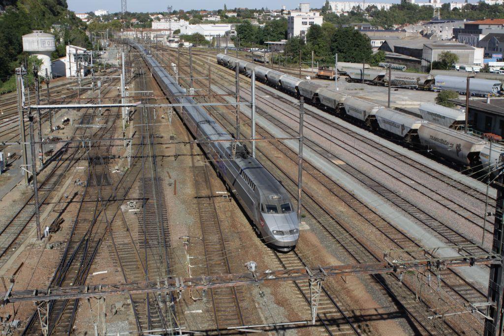 TGV  à Poitiers  Img_0045-483d4f9