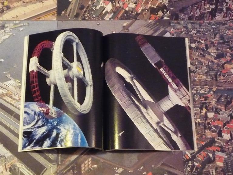 quelques livres sur 2001 odyssée de l'espace Ti18-p1230242-49741d3