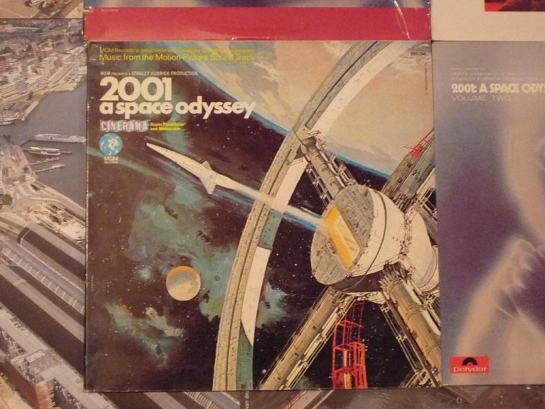 quelques livres sur 2001 odyssée de l'espace Ti42-07-p1060955-49742c4