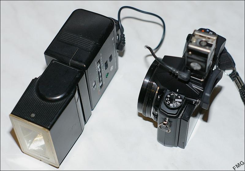 Un antique flash pour la photo macro Imgp5341stylus_flash-braun-4ec704f