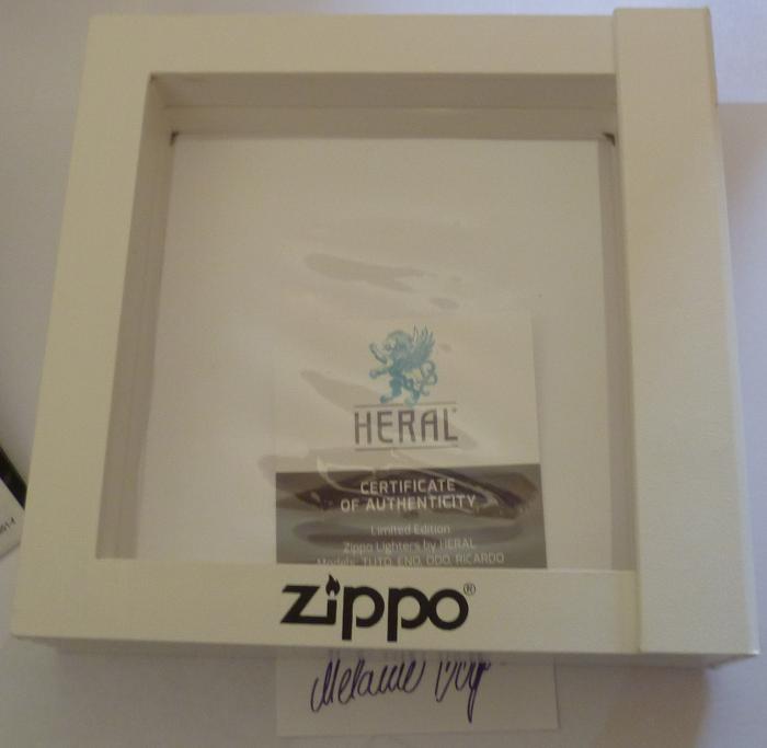 Les boites Zippo au fil du temps - Page 3 Zippo-2013-aout--...l-eno-4--5251ef3
