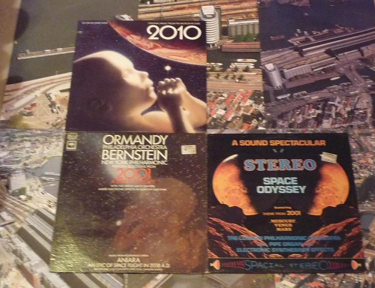 quelques livres sur 2001 odyssée de l'espace Ti43-08-p1060962-49742cb