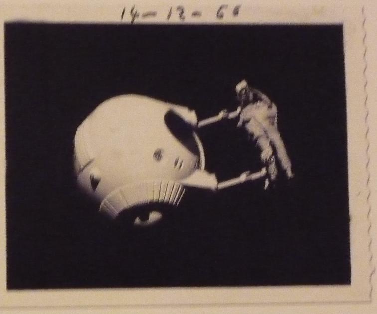 quelques livres sur 2001 odyssée de l'espace Ti81g-p1230581-4974470