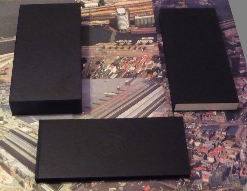 quelques livres sur 2001 odyssée de l'espace Ti02-p1230419-497408a