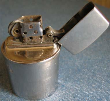 [Datation] Les Zippo Table Lighter Moderne-corinthia...nsert-v1-5268a8b
