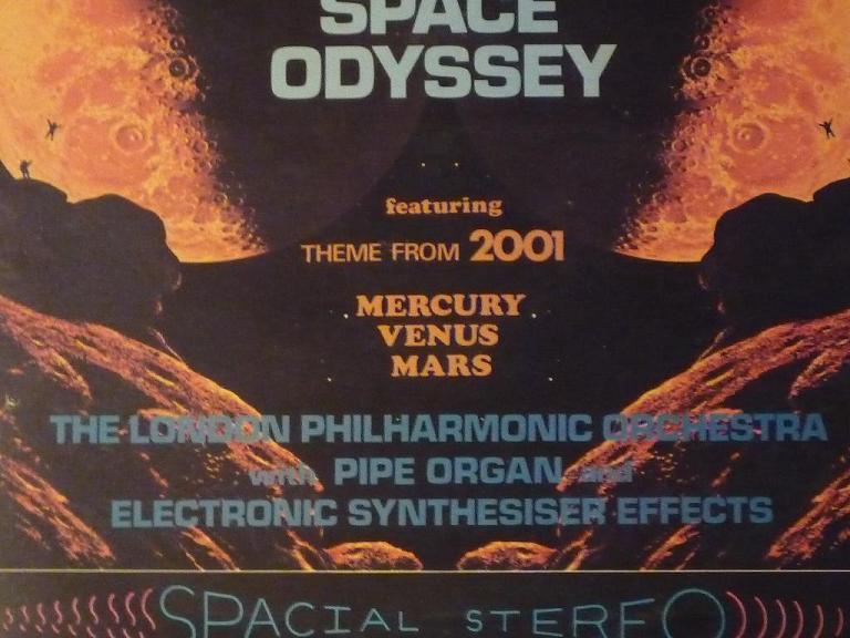 quelques livres sur 2001 odyssée de l'espace Ti45-10-p1060968-49742dc